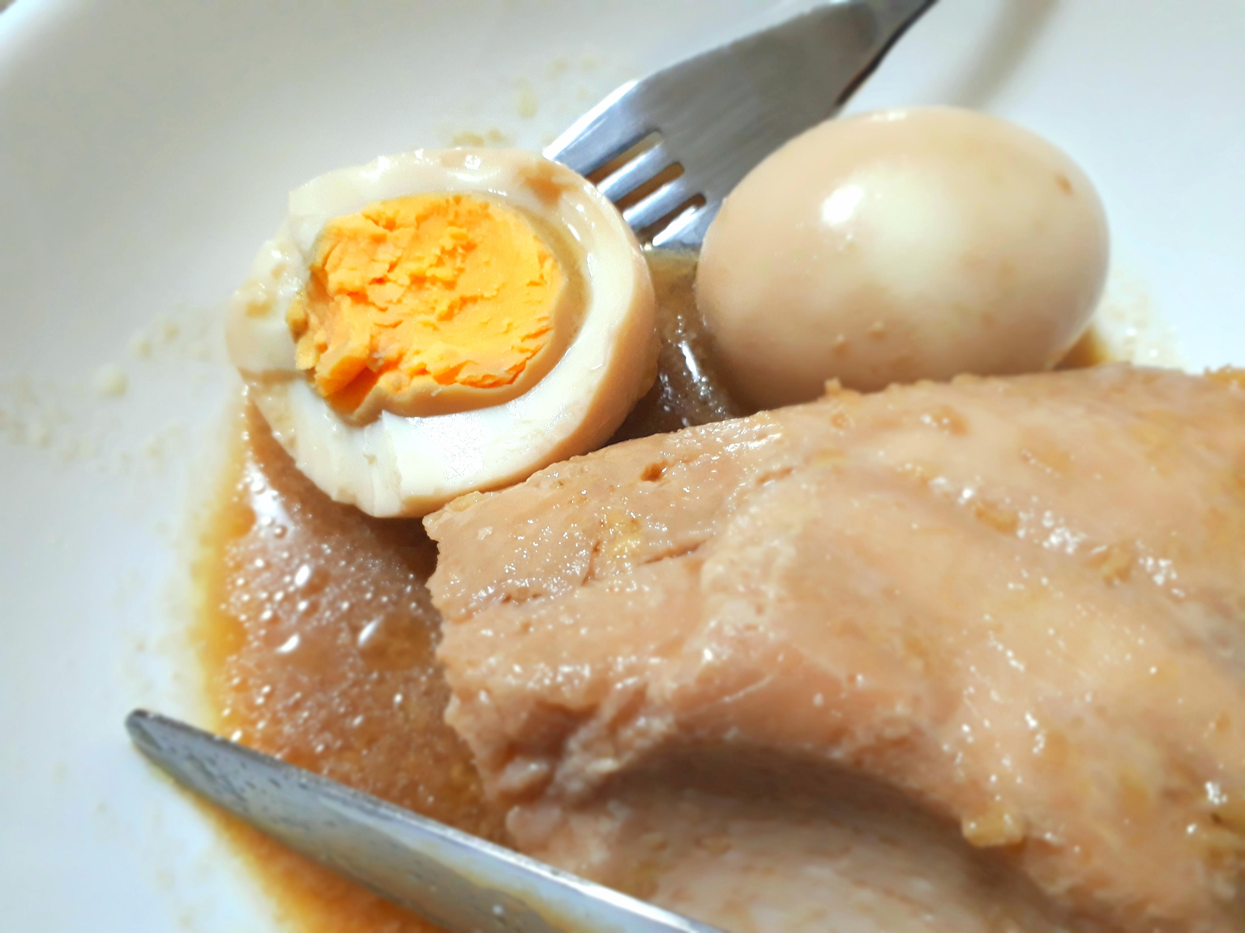 低温調理で鶏むね肉とゆで卵の生姜醤油煮