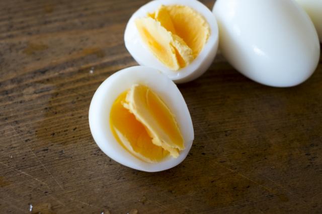 ゆで卵の殻をきれいにつるっとむく方法